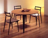 写真:テーブル、チェアのセット